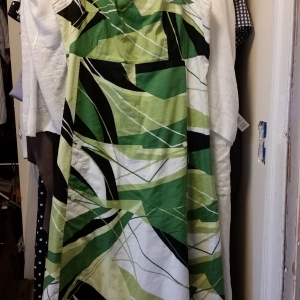 Very fine cotton summer dress, green print, button-down, with pockets