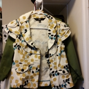 Cool fitted printed blouse