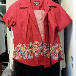 Red cotton Okinawan blouse with beautiful painting